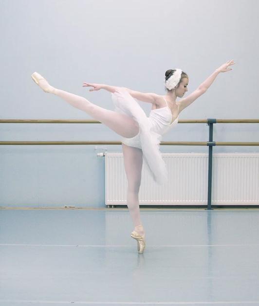 Danseuse lac des cygnes en studio